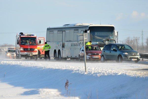 Z nehody na R1 v smere od Serede do Trnavy v nedeľu 8. februára 2015.