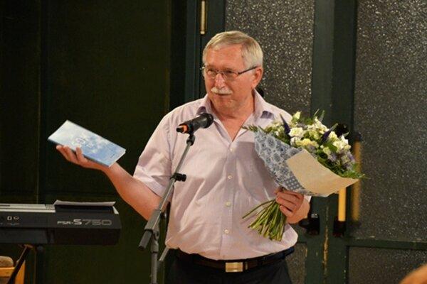 Ľubomír Kiko so svojou debutovou básnickou zbierkou