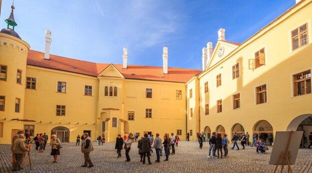 Nádvorie Hlohovského zámku