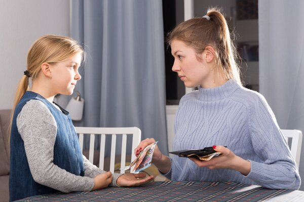 ZRPŠ, družina aj triedny fond. Na úvod školského roka si treba pripraviť balík peňazí na rôzne poplatky.
