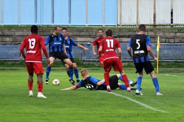 Púchov (v červenom) vyhral na ihrisku Dolného Kubína.