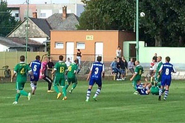 Topoľníky prekvapujúco doma prehrali s nováčikom z Horných Salíb 0:2.
