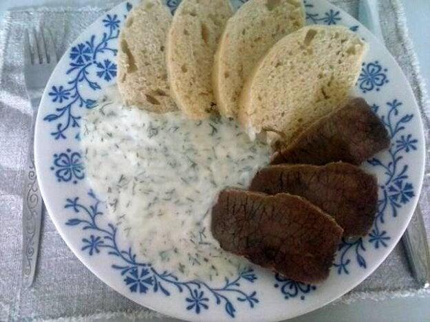 Kôprová omáčka s hovädzím mäsom a knedľou
