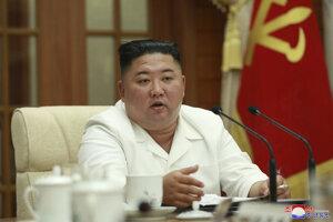 Kim Čong-un počas zasadnutia politbyra vládnucej strany.