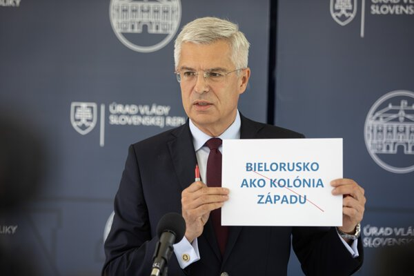 Minister zahraničných vecí a európskych záležitostí SR Ivan Korčok počas brífingu k dezinformáciám o aktuálnom dianí v Bielorusku v rámci rokovania 34. schôdze vlády SR. Bratislava, 26. august 2020.