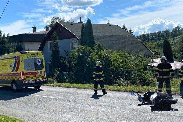 Zásah hasičov pri nehode v Slanci.