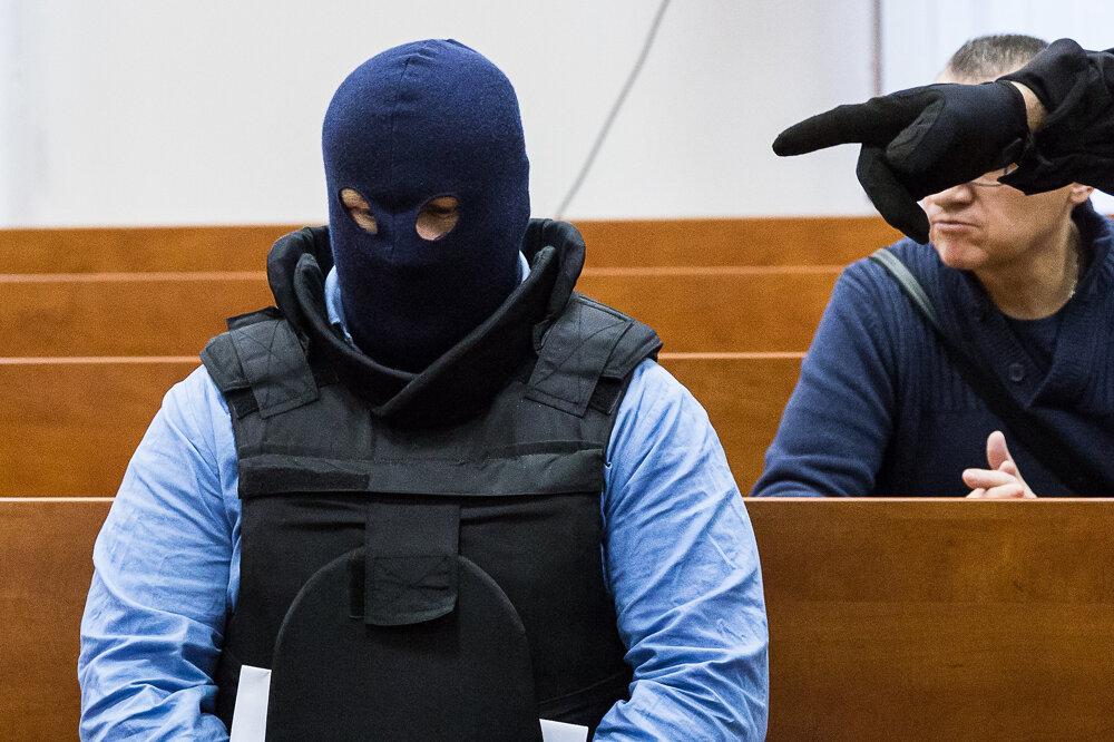 14. január 2020. Zoltán Andruskó na súde vypovedal v kukle. Andruskó sa priznal, že vraždu sprostredkoval pre Alenu Zsuzsovú, ktorá pokyn dostala od Mariana Kočnera.