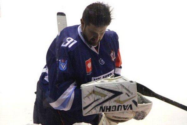 Brankár Michal Valent bol najlepším hráčom Nitry v zápase so Skellefteou.