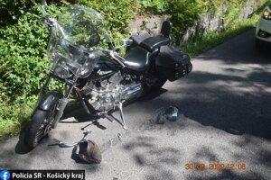 Motocyklista utrpel ťažké zranenia.