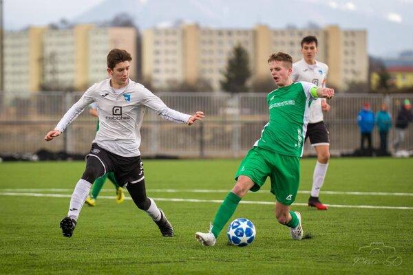 Michal Neveďal (v zelenom) v drese Kysuckého Nového Mesta.