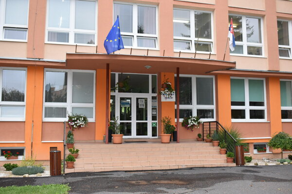 Základná škola Komenského má v rámci Slovenska jednu zvláštnosť.