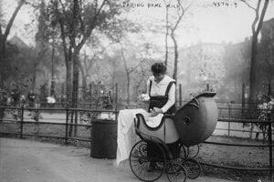 Americká mamička na začiatku minulého storočia s pasterizovaným mliekom po mliečnom škandále.