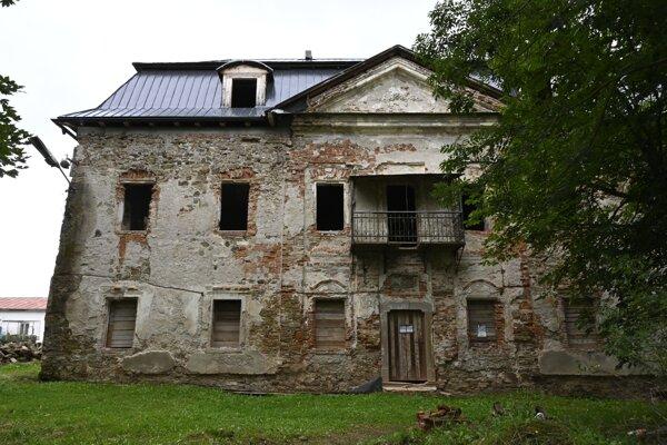 Starý kaštieľ v Toporci má základy z 13. storočia. Dočkal sa záchrany pred úplným zničením.