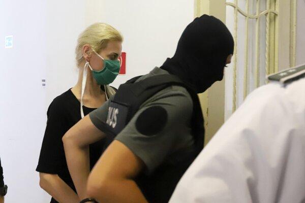 Monika Jankovská v rukách polície.