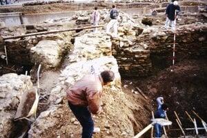 Archeologický prieskum v rokoch 1996-1998 odkryl rôzne nálezy.