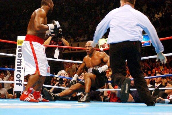 Najjagavejšia chvíľa v kariére Dannyho Williamsa. Po jeho direkte ide do kolien slávny Mike Tyson.