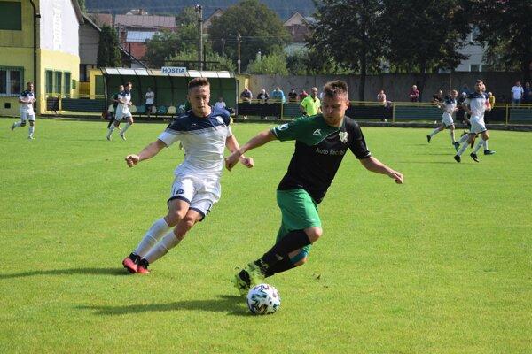 Momentka zo zápasu Stráňavy (v čierno-zelenom) - Makov.
