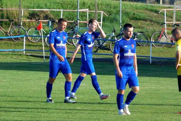 Futbalisti Jarku vyhrali v Dolných Krškanoch 10:0! Na snímke zľava Tomáš Horák, Adam Habdák a Juraj Habdák.