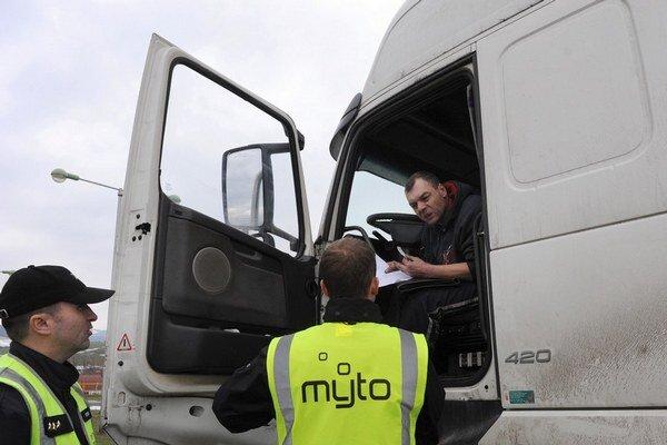 Pokuty platia kamionisti aj za chýbajúcu či zle nastavenú palubnú jednotku.
