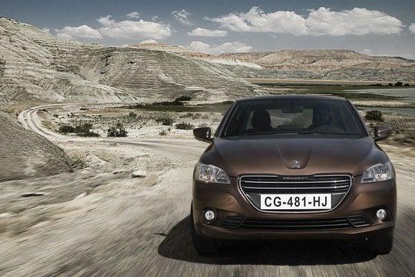Napriek tomu, že Peugeot 301 a Citroën C-Elysee sú dvojčatá, dizajn dostal kozmetické odlišnosti.
