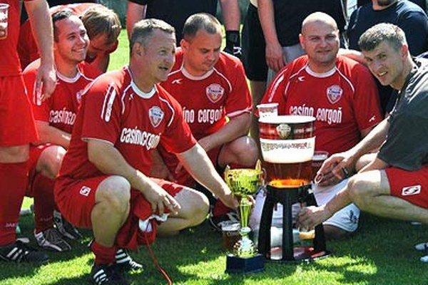 """Na chrenovskom Kasíno Cupe sa snúbi futbalová zábava s tým """"správnym"""" občerstvením."""