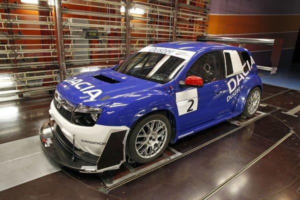 """Dacia Duster pripravená pre preteky Pikes Peak 2011. Aj takto by sme si vedeli predstaviť """"lacného golfa"""" GTI."""