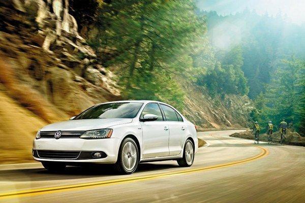 Zatiaľ sa s predajom hybridného modelu Volkswagen Jetta na Slovensku nepočíta.