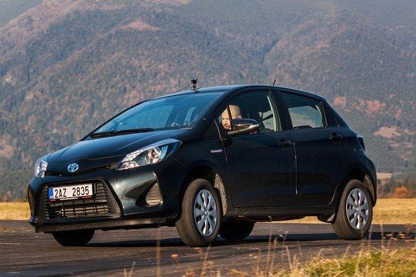 Yaris Hybrid jazdí v skutočnosti rýchlejšie, než sa šoférovi zdá. Hybridná sústava najlepšie vyhovuje mestu a svoje prednosti má aj pri potrebe náhlej akcelerácie, kedy sa do činnosti zapojí elektromotor.