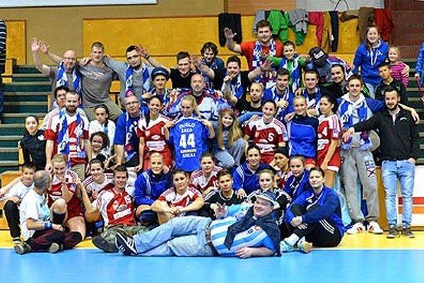 Šalianske hádzanárky zakončili sezónu bronzom. Spolu s fanúšikmi ich však mrzí, že nezvládli semifinálovú sériu s Partizánskym.