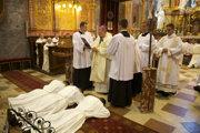 Traja absolventi piateho ročníka z Kňazského seminára svätého Gorazda v Nitre prijali 13. júna 2014 z rúk nitrianskeho biskupa Mons. Viliama Judáka diakonskú vysviacku.