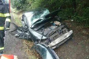 Zdemolované osobné auto po nehode.