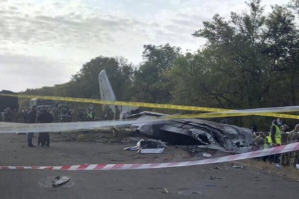 Stroj sa zrútil v piatok večer, pričom zahynulo 26 z 27 osôb na palube.