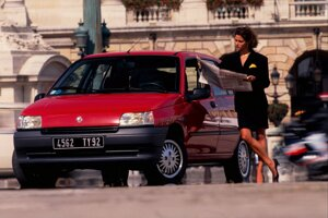 Renault Clio sa prvýkrát predstavilo na parížskom autosalóne v roku 1990.
