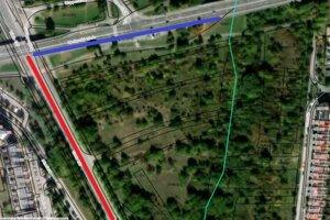 Pohľad na lokalitu, v ktorej veľkú časť pozemkov vlastní SAV. Sprava územie ohraničuje domová radová zástavba, zľava paneláky. Modrou čiarou je zvýraznená dopravná tepna - Moskovská trieda, červenou čiarou Trieda KVP, ktorá ústi do obchvatu a smeruje ku košickému letisku.