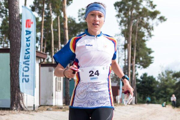 K. Lamiová finišuje po pieskovej dune do cieľa pretekov.