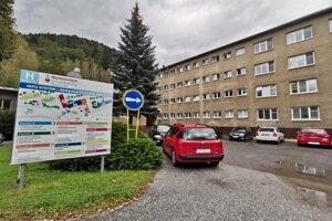 Počet pozitívnych zamestnancov krompašskej nemocnice stúpol o 14.