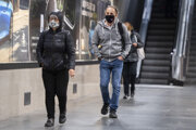Na Slovensku od štvrtka 1. októbra 2020 opäť platí núdzový stav v súvislosti s druhou vlnou pandémie nového koronavírusu.