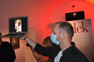 Jan Saudek sa Prešovčanom prihovoril len cez video.