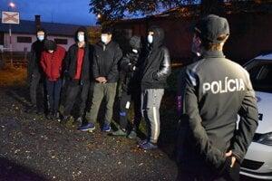 Afgancov našli policajti na stanici.