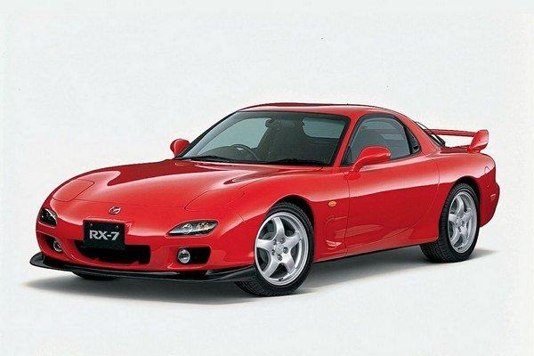 Model RX-7 vyrábala Mazda v rokoch 1978 až 2002. Celkový počet vyrobených kusov presiahol hranicu 800-tisíc.