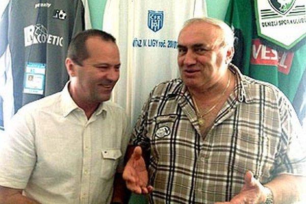 Prezident ČFK Nitra Jozef Slíž (vpravo) v debate so šéfom ZsFZ Ladislavom Gádošim.