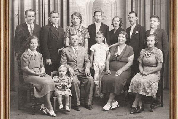 Štefan Kukuča srodinou vUSA okolo roku 1930.
