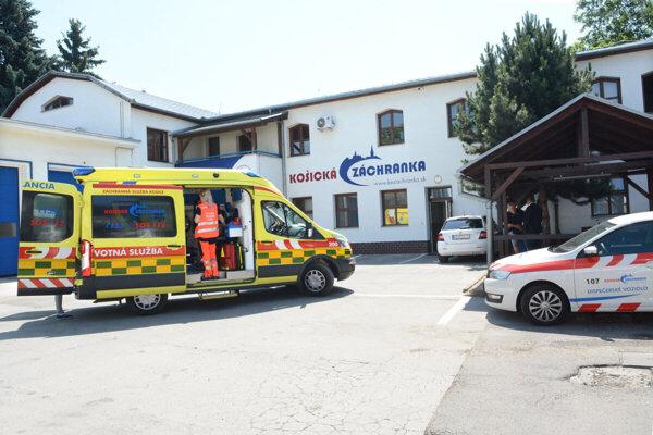 Záchranárom sa zvyšuje počet výjazdov k pacientom s podozrením na koronavírus.