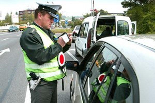 Taxikári ale aj bežní vodiči mali falošné potvrdenia.