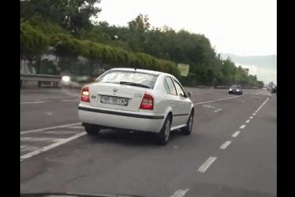 Vozidlo, ktorého vodič ohrozil svojim predbiehaním iných vodičov.