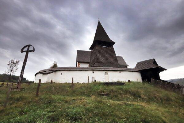 Dominantou obce je vzácny ranogotický kostol sv. Martina