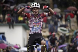 Ruben Guerreiro vyhráva 9. etapu na Giro d'Italia 2020.