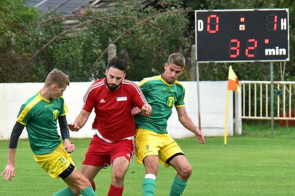 Nevyspytateľný Neded bol ďalším súperom Slovana Levice v4. lige. Hostia však potvrdili dobrú formu apo tesnej výhre 0:1 si upevnili druhé miesto tabuľky otri body za Kozárovcami.
