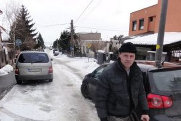 Na Bartókovu ulicu začali chodiť mestskí policajti, ktorí tu podľa miestnych predtým nikdy neúradovali a problémy s parkovaním vraj neboli. Polícia tvrdí, že ju sem poslali poslani za Zobor.