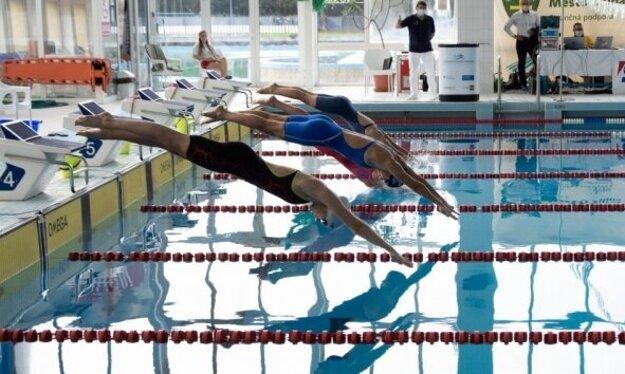 Z vody v plaveckom bazéne vylovili na Letnej univerziáde SR 2020 Žilinčania bronzové medaily.